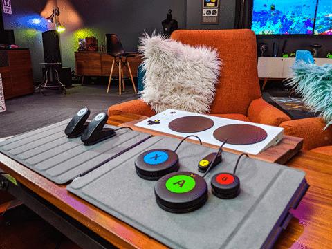 Logitech Adaptive Gaming kit, fruto da parceria com a Microsoft para games com mais acessibilidade.
