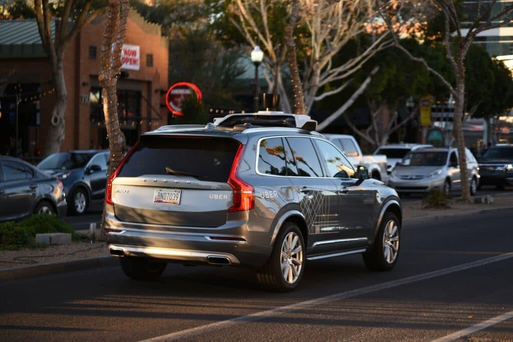 Unidade de veículos autônomos da Uber agora pertence à Aurora, que também receberá um investimento considerável da empresa de carona privada. Imagem: Sean Leonard/Shutterstock