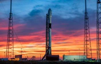 SpaceX intenta batir el récord de satélites enviados al espacio en un solo lanzamiento