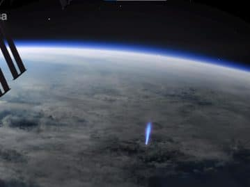 """Space Station catches """"blue jet"""" leaving Earth towards space"""