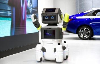 Hyundai crea un robot para servir a los clientes en la sala de exposiciones