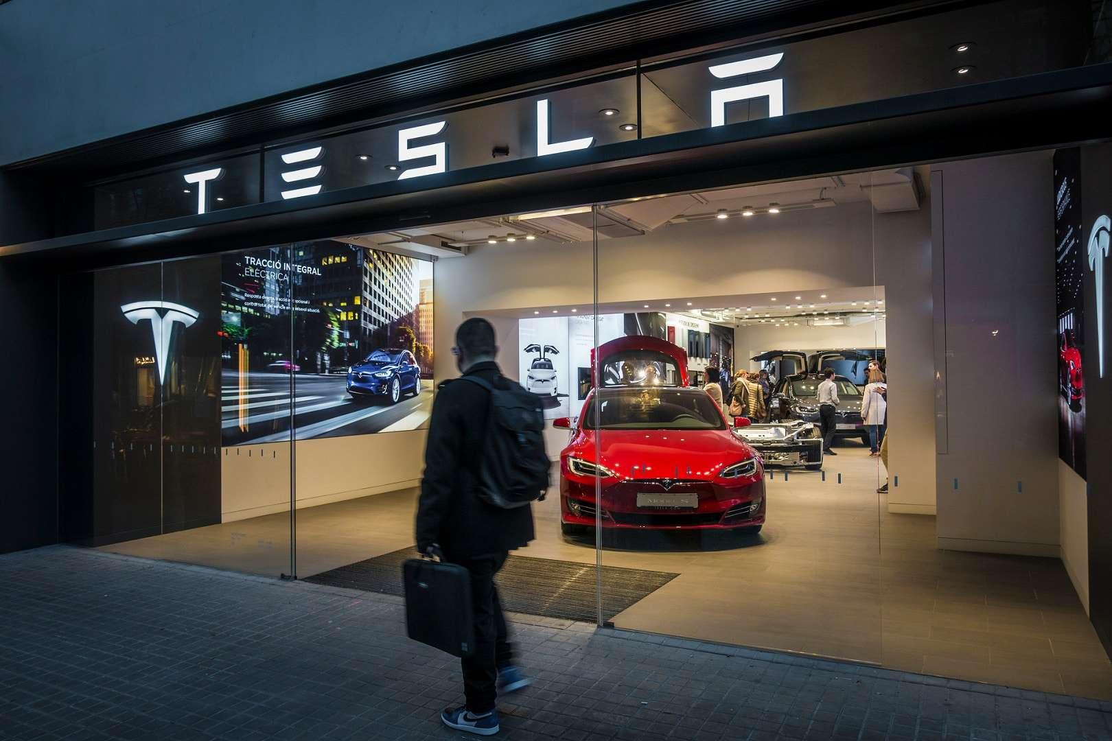 Tesla processa ex-funcionário e o acusa de roubar código de software - Olhar Digital