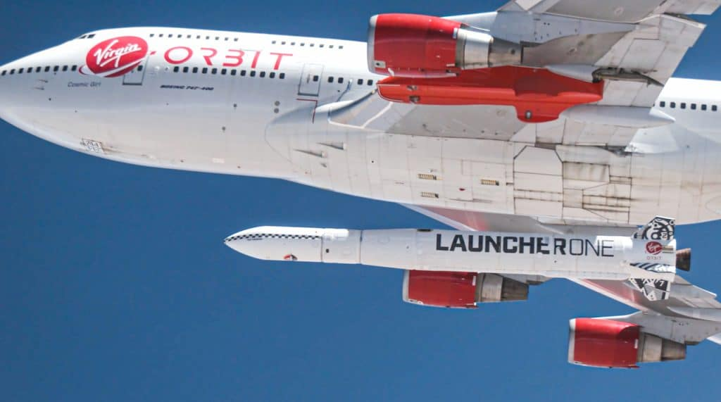 Cosmic Girl com o LauncherOne, da Virgin Orbit