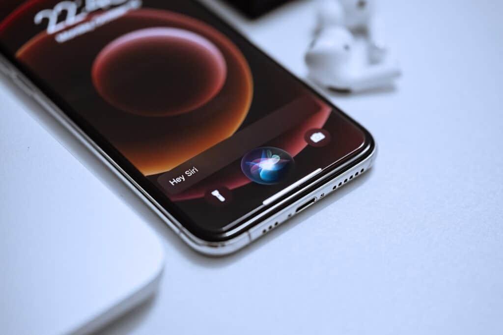 Siri sendo executado em iPhone