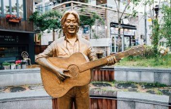 """La inteligencia artificial """"resucita"""" al cantante asesinado hace 25 años"""