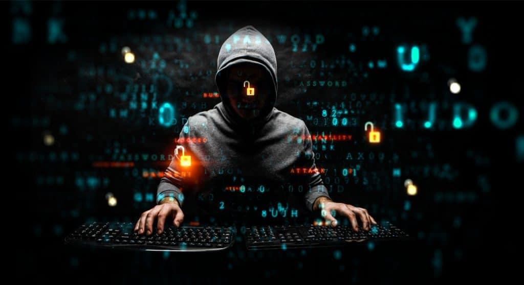 imagem de um hacker vazando dados