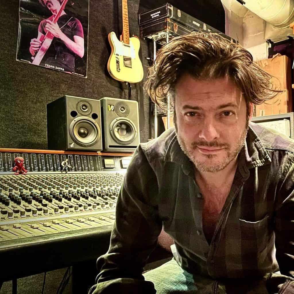 Jason Achilles Mezilis, músico que ajudou a desenvolver um microfone para o Perseverance