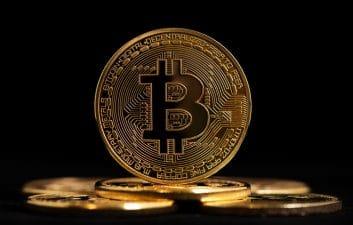 Bitcoin registra caída histórica y su valor alcanza los $ 44 mil