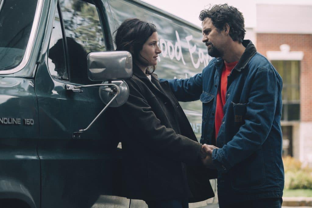 Mark Ruffalo e Kathryn Hahn em 'I Know This Much Is True'. Imagem: HBO/Divulgação